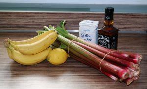 Zutaten: Rhabarber, Bananen, Apfel, Zitrone, Gelierzucker, Jack Daniel's